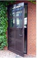 Porte-aperte-verso -esterno